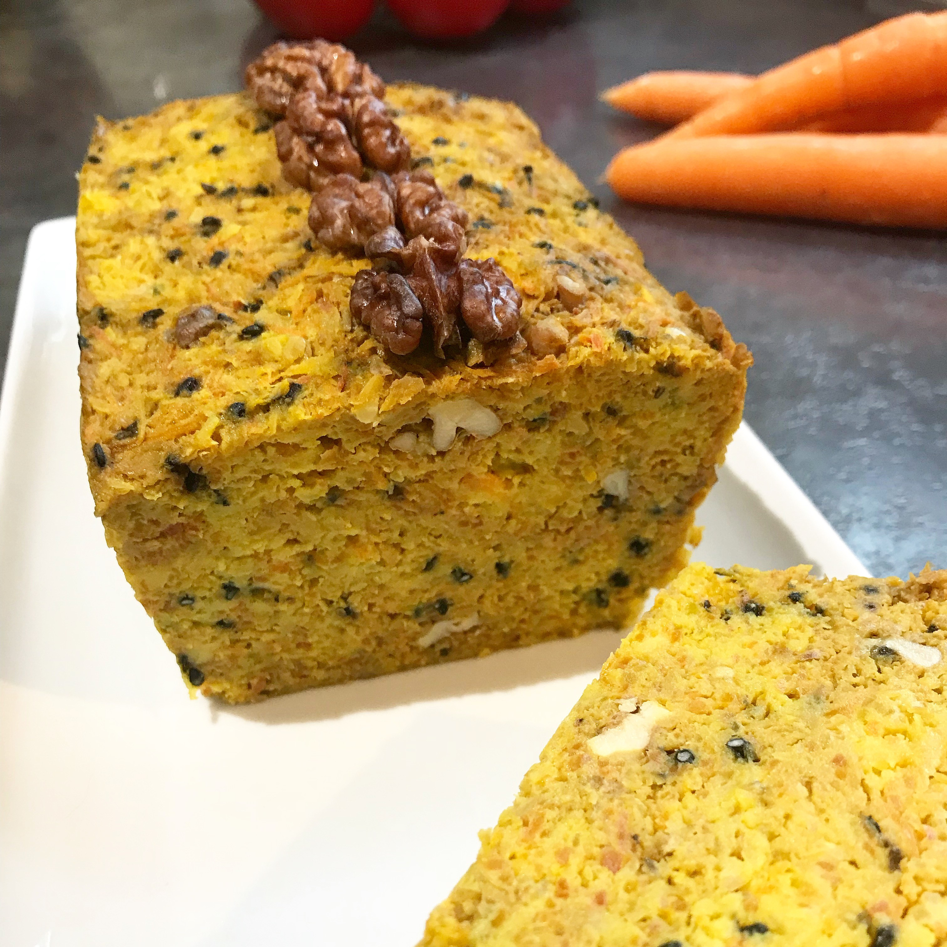 Cake aux carottes, curcuma et noix